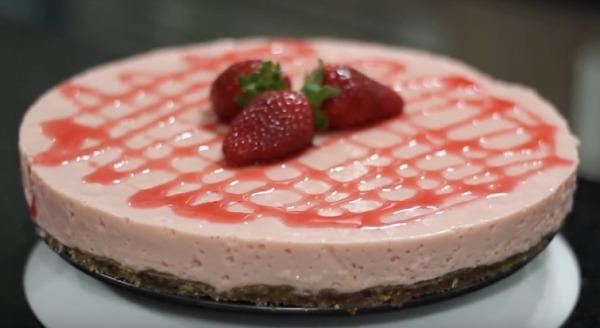 Cheesecake de morango com tofu