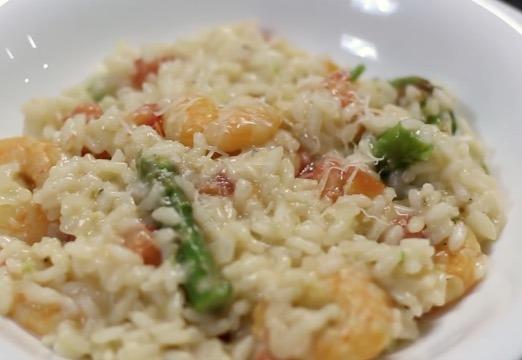 Risoto de camarão com aspargos