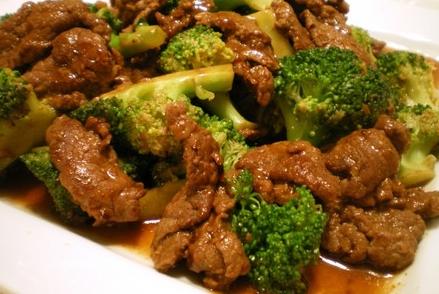 Carne com Brócolis ao Molho de Gengibre a Moda Oriental