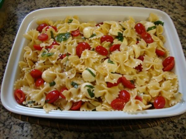 Salada de macarrão tropical