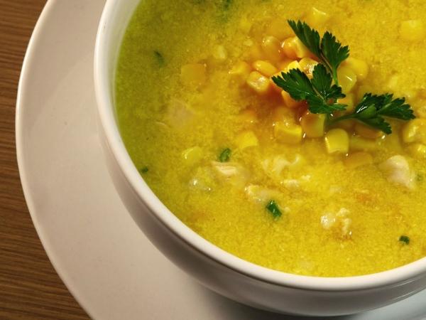 Sopa de mandioca com milho verde