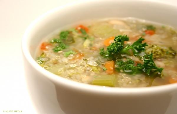 Sopa de quinoa com ervilha
