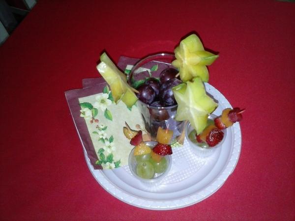 Espetinhos de frutas decorativos