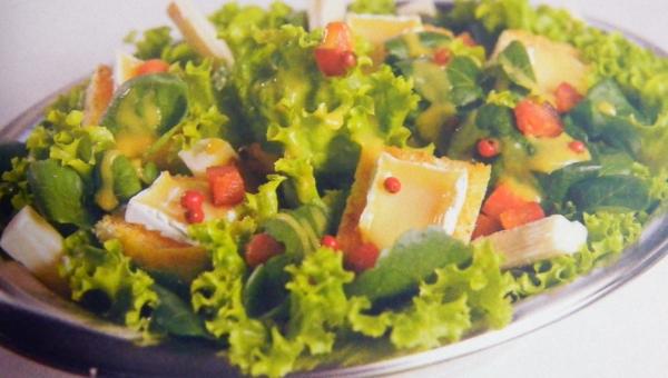Salada de Palmito e Queijo Brie
