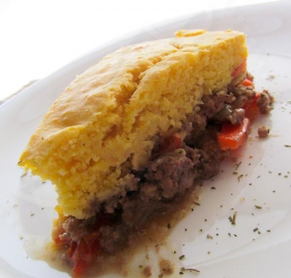 Torta de Fubá com recheio de Carne - sem leite, soja, ovo e trigo