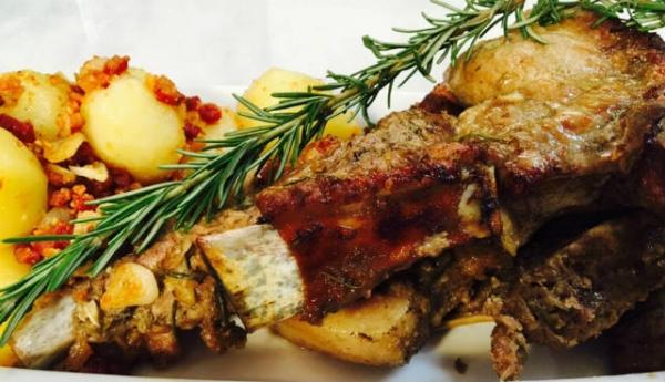Barriga de porco com batatas e bacon