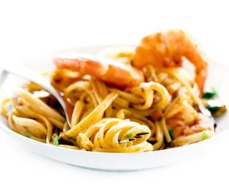 Espaguete ao molho de camarão flambado