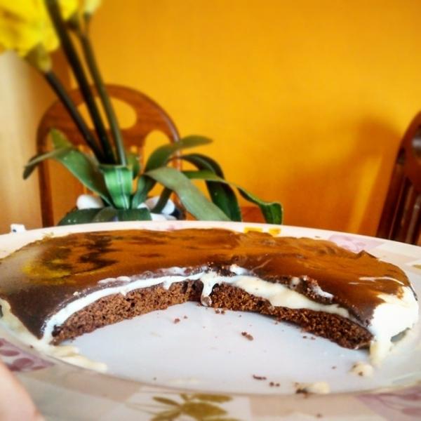Bolo de chocolate com mousse de limão e chocolate