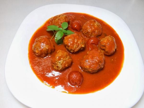 Almôndegas ao molho de tomate