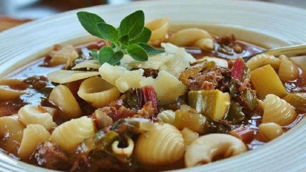 Sopa de salsicha Italiana