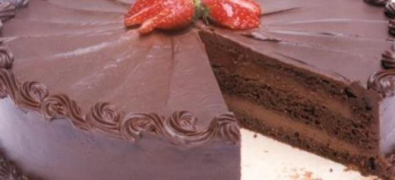 Bolo de Chocolate com Cobertura