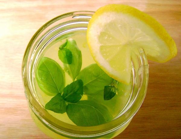 Suco de Limão com Manjericão