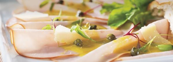 Salada Carpaccio com peito de peru
