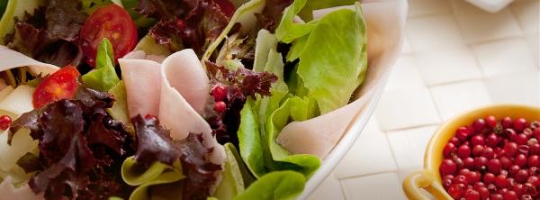 salada com presunto