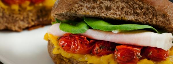 sanduiche de pao australiano com presunto