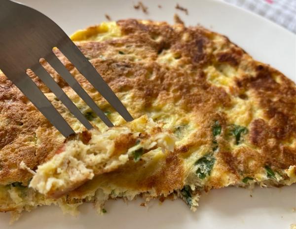 Omelete com lombo desfiado