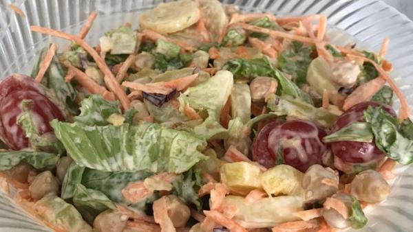 Salada de grão de bico com maionese rápida
