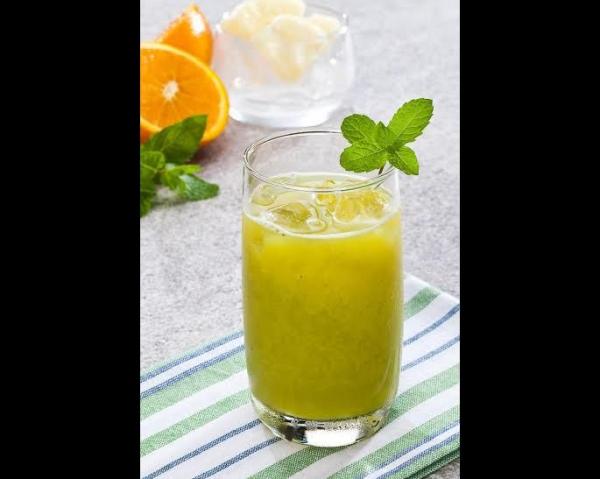Suco exótico de abacaxi