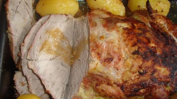 Pernil assado com batatas