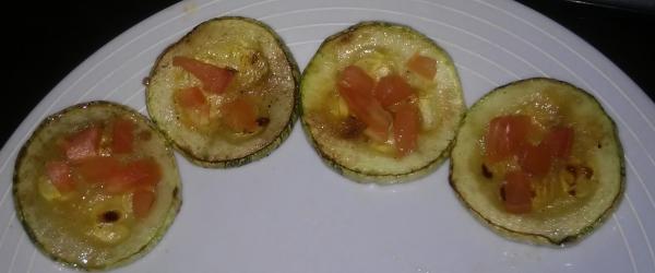 Rodelas de abobrinha com tomate - BEM SIMPLES