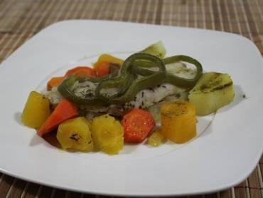 Filé de peixe com legumes