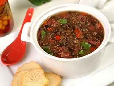 Sopa de Lentilha com carne seca