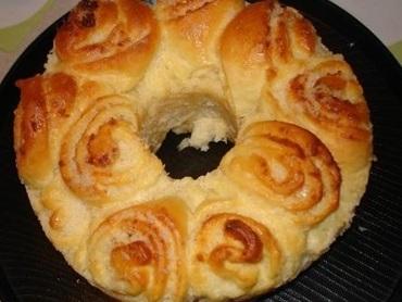 Rosca de coco (pão doce)