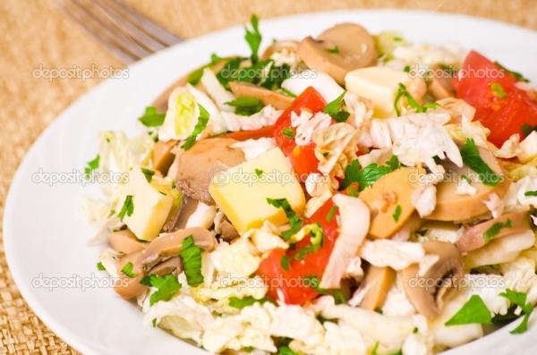 salada de cogumelo com queijo