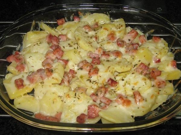 Batatas gratinadas com bacon