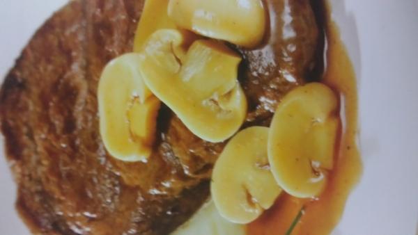 Bife com champignon