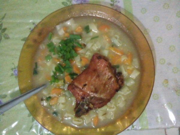 Sopa de Legumes com bisteca suina