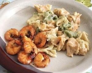 Salada de Tortelini com Camarão
