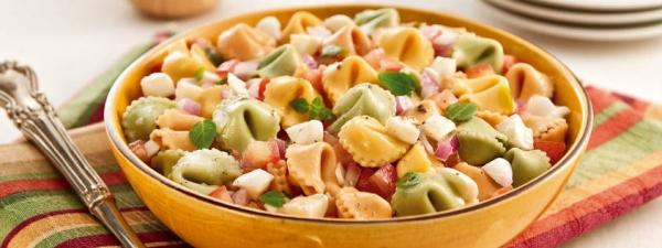 Salada de Tortelini Com Tomate e Muçarela de Búfala