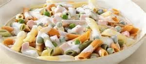 Salada de macarrão ao molho de iogurte