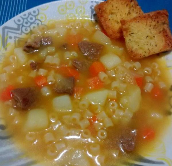 Sopa de legumes com macarrão