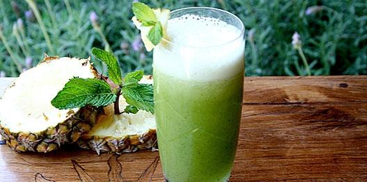Suco de abacaxi com couve