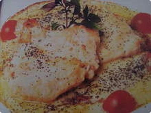 Filé de frango ao creme de roquefort e espinafre