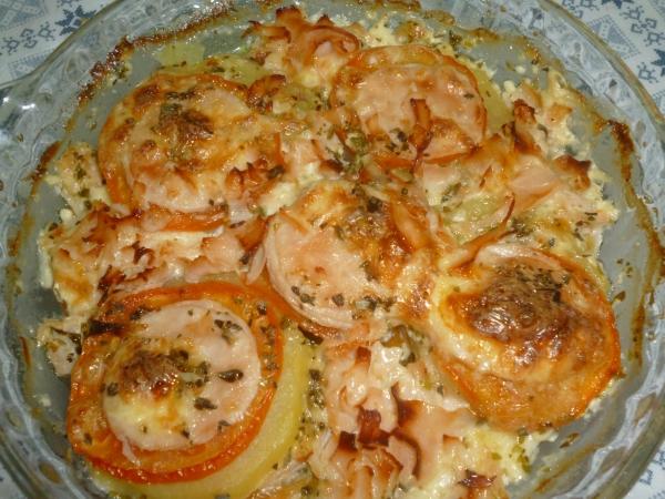 Atum ao forno com batatas gratinadas