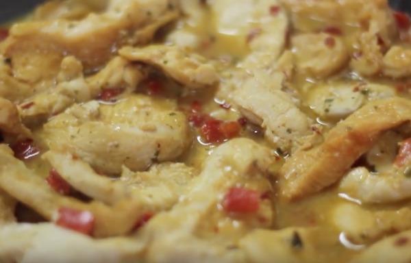Tiras de frango com requeijão e pimentão