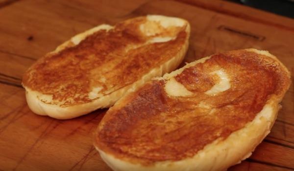 Pão com requeijão na chapa (casquinha)